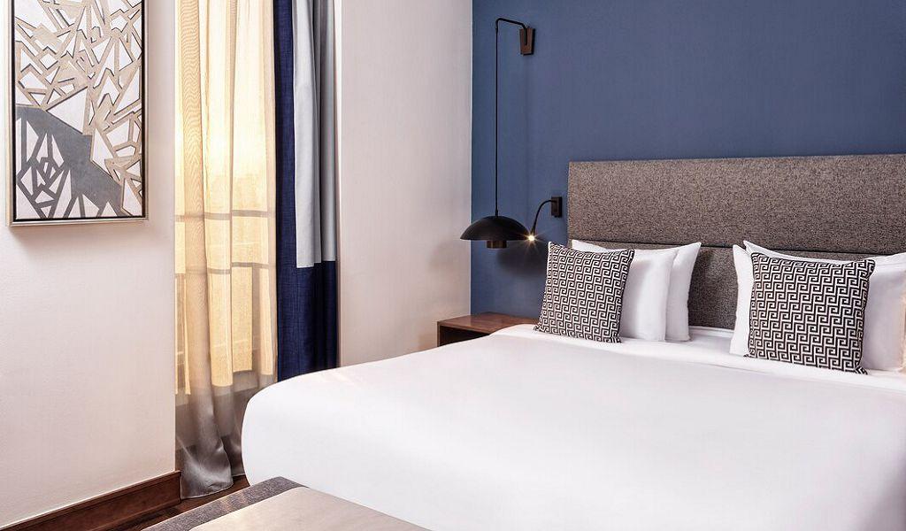 beglc-junior-suite-guestroom-0790-hor-wide