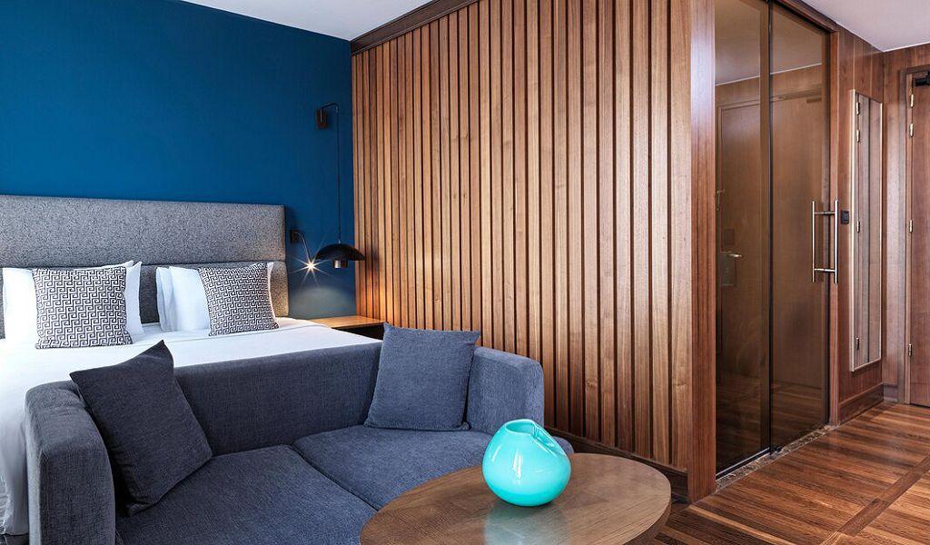 beglc-king-deluxe-guestroom-0880-hor-wide