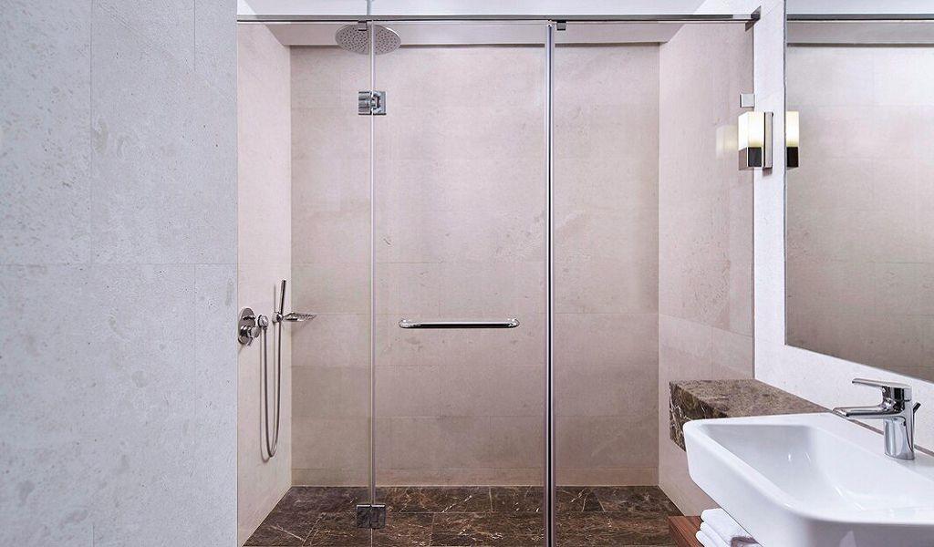 beglc-king-guestbathroom-6683-hor-wide