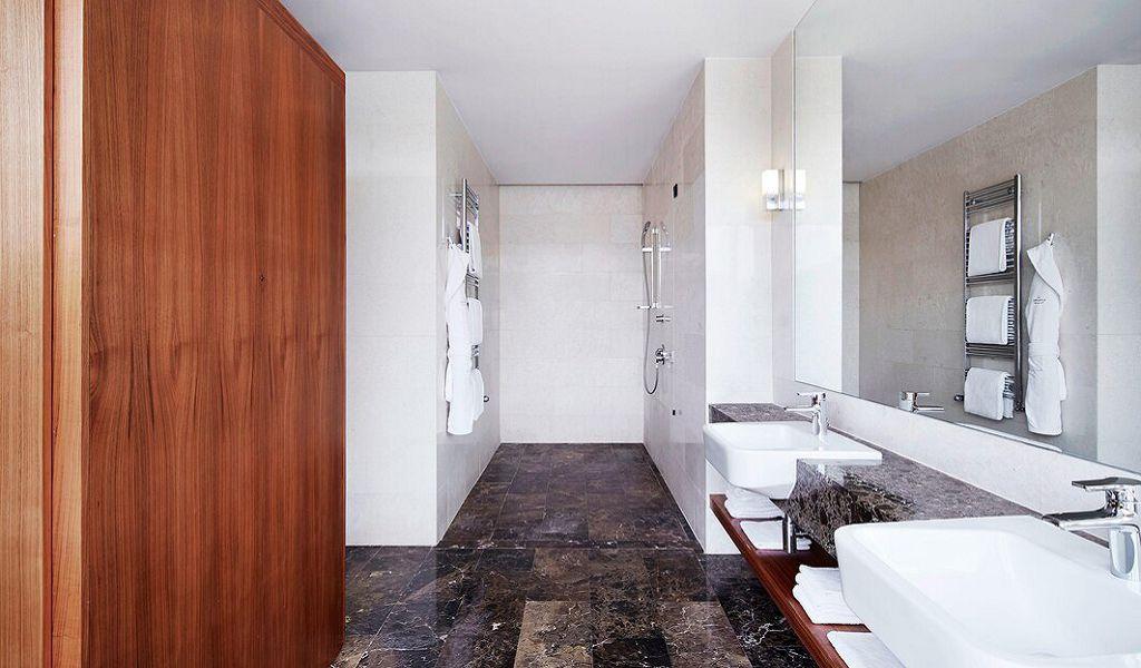 beglc-mariacallas-suitebathroom-6391-hor-wide