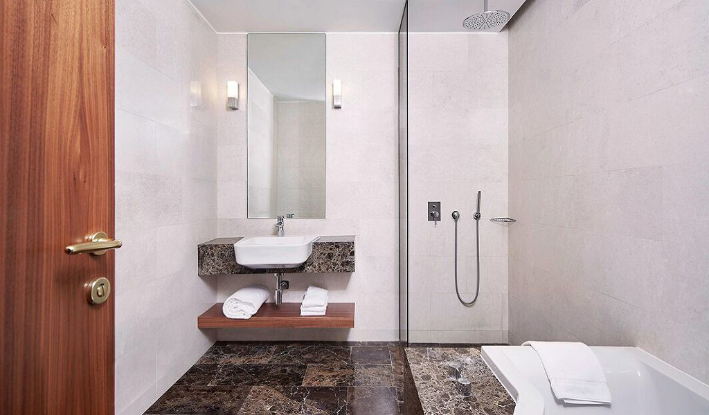 beglc-park-suitebathroom-6387-hor-wide