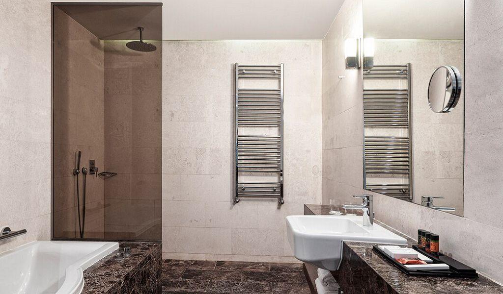 beglc-presidential-suite-bathroom-0788-hor-wide