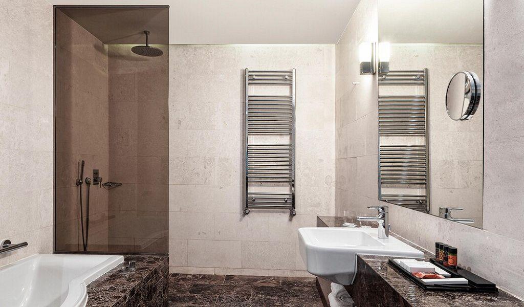 beglc-suite-bathroom-6829-hor-wide