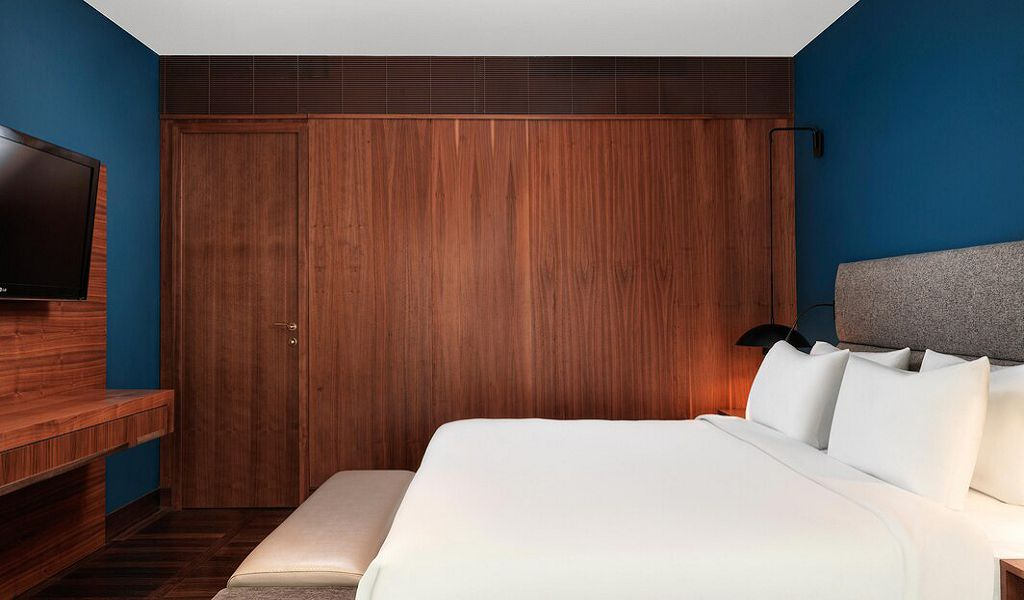 beglc-suite-bedroom-6830-hor-wide