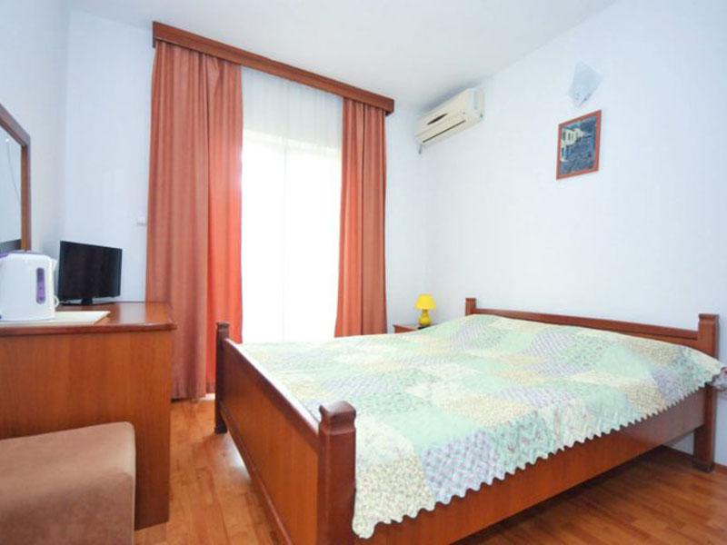 velji-vinogradi-room2-1-768x512