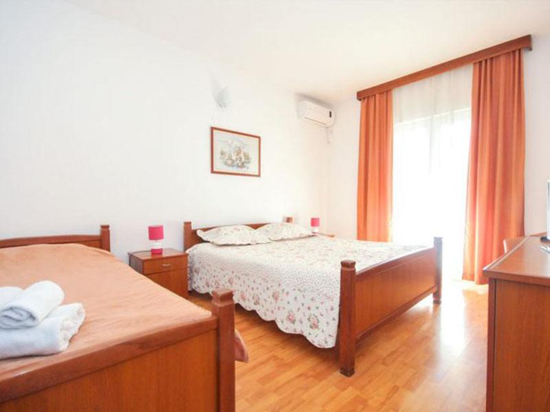 velji-vinogradi-room21-4-768x512