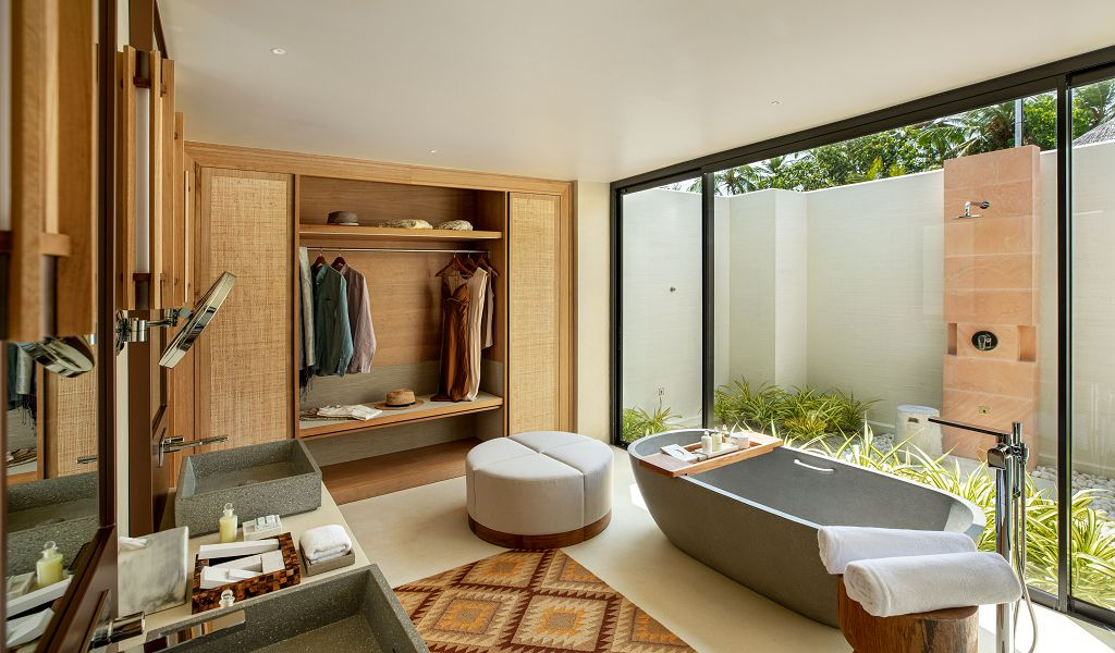 22.Beach Villa Bathroom 1