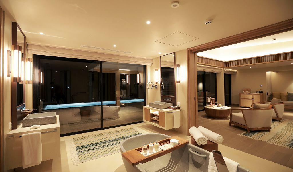 78.Water Villa w Pool Int_C1