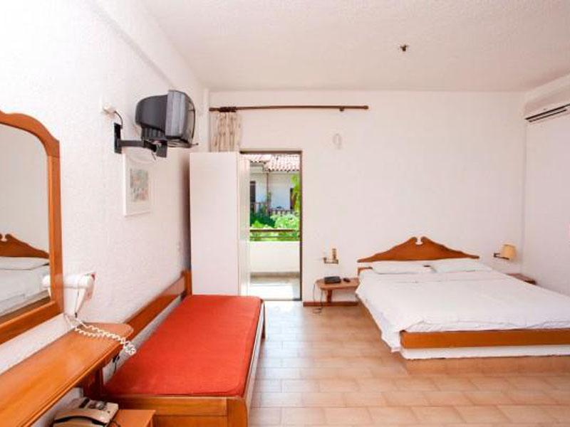 TRIPLE ROOM (1)