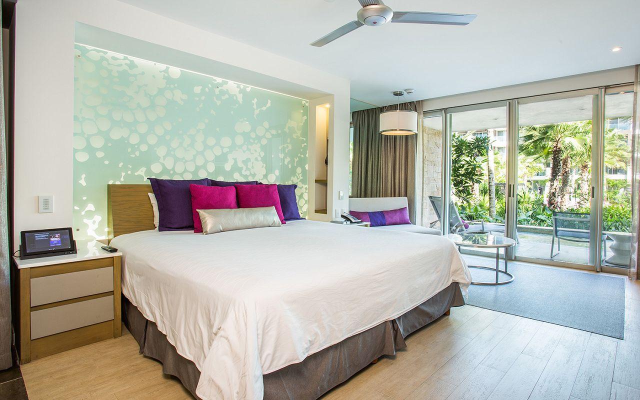 Allure-xcelerate-Junior-Suite-Swim-Out-Tropical-View-King