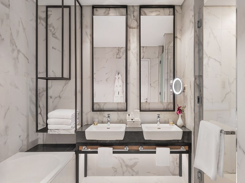 DELUXE-Bathroom