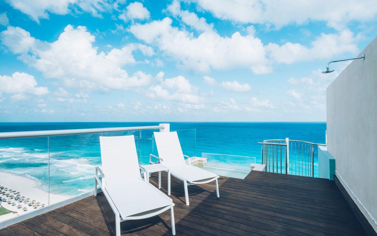 Junior Suite Ocean Front Corner Roof Top (9)