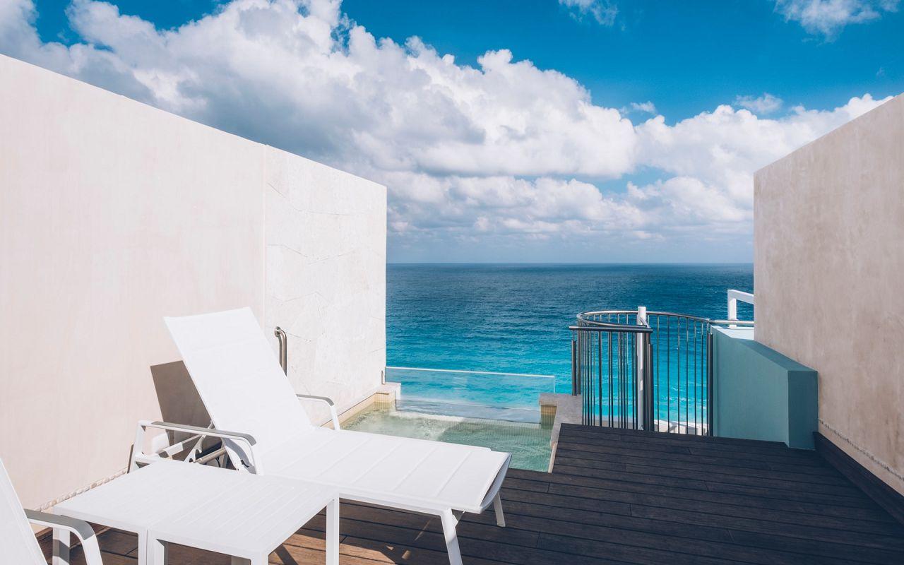 Junior Suite Roof Top Ocean Front (1)