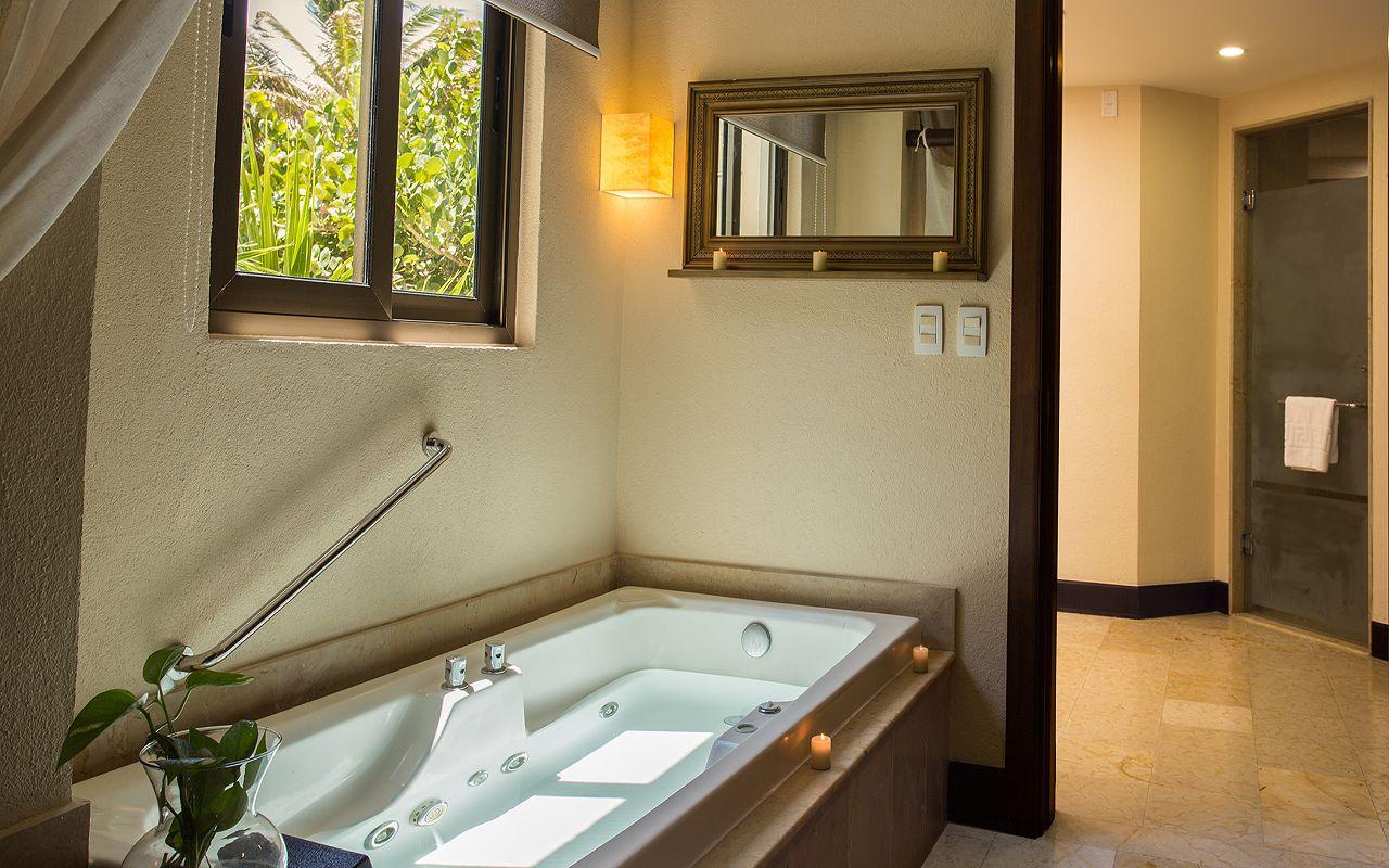 Preferred-Club-Ocean-Front-Governor-Suite-Bathroom