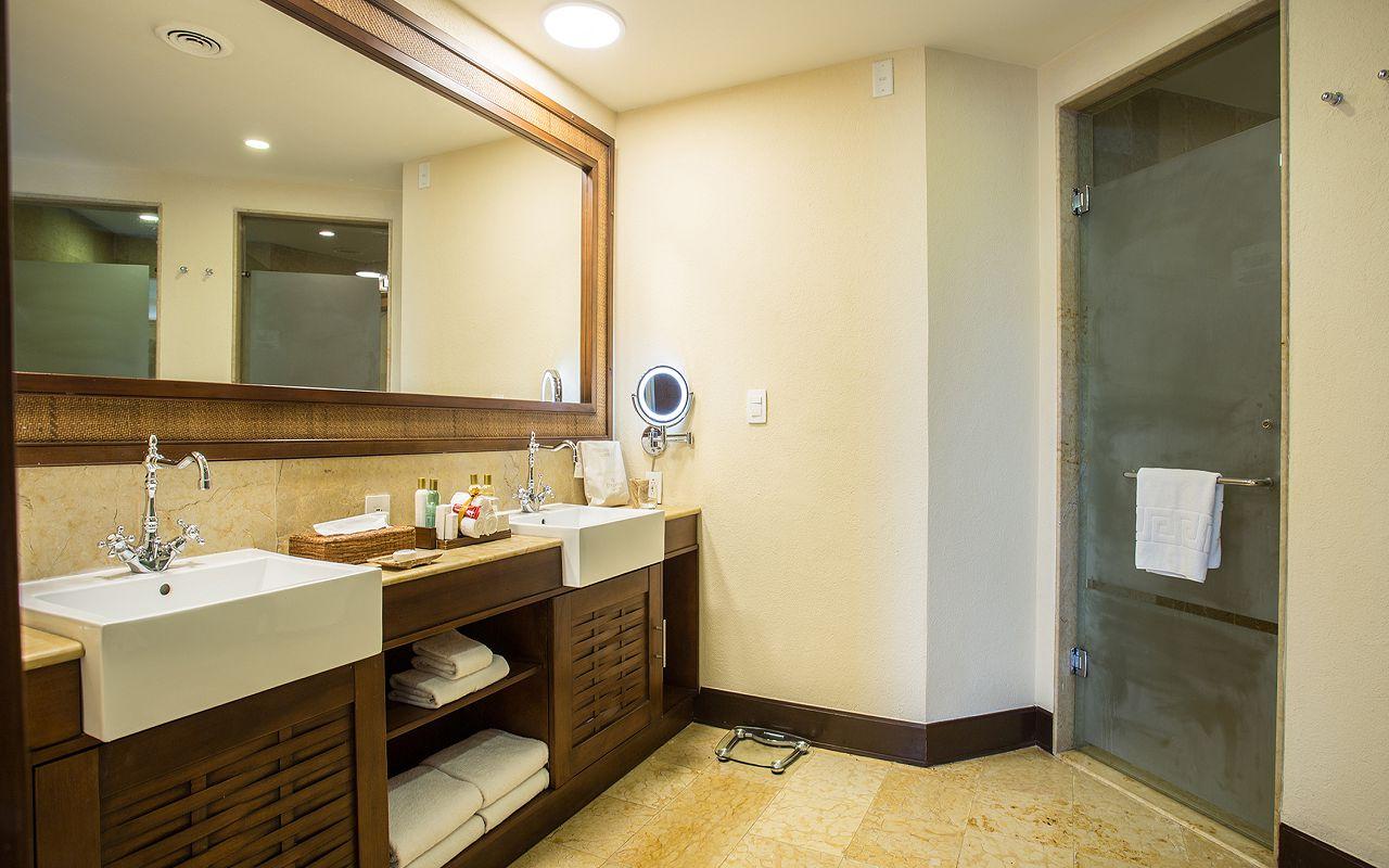 Preferred-Club-Ocean-Front-Governor-Suite-Bathroom2