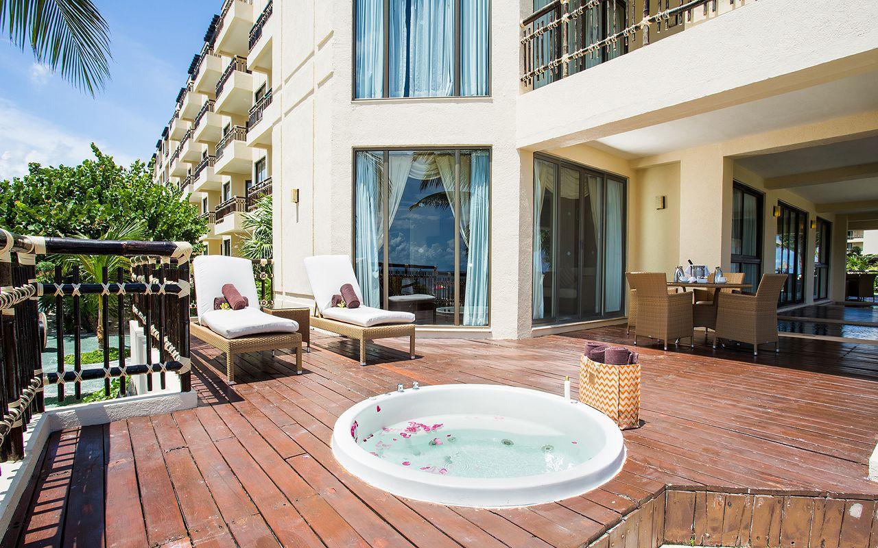 Preferred-Club-Ocean-Front-Governor-Suite-Terrace