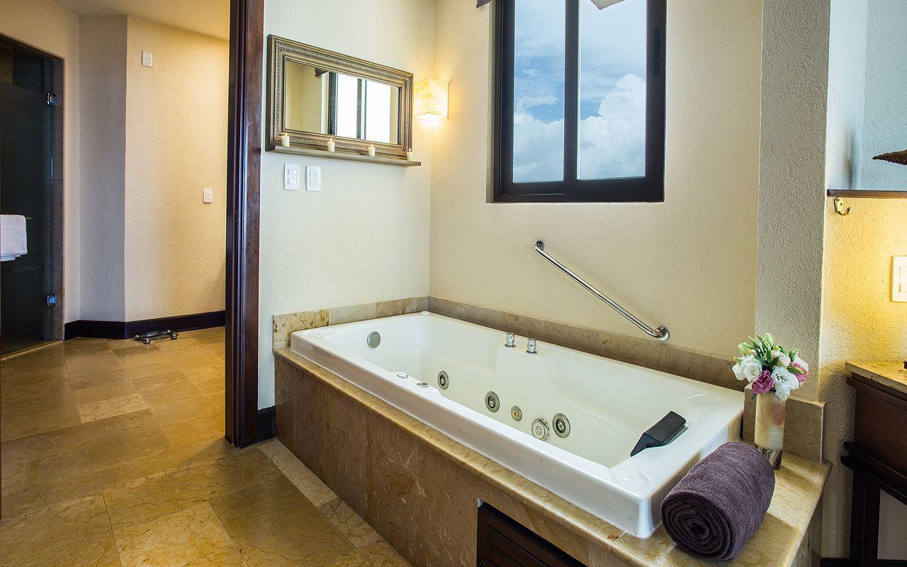 Preferred-Club-Ocean-Front-Master-Suite-Bathroom