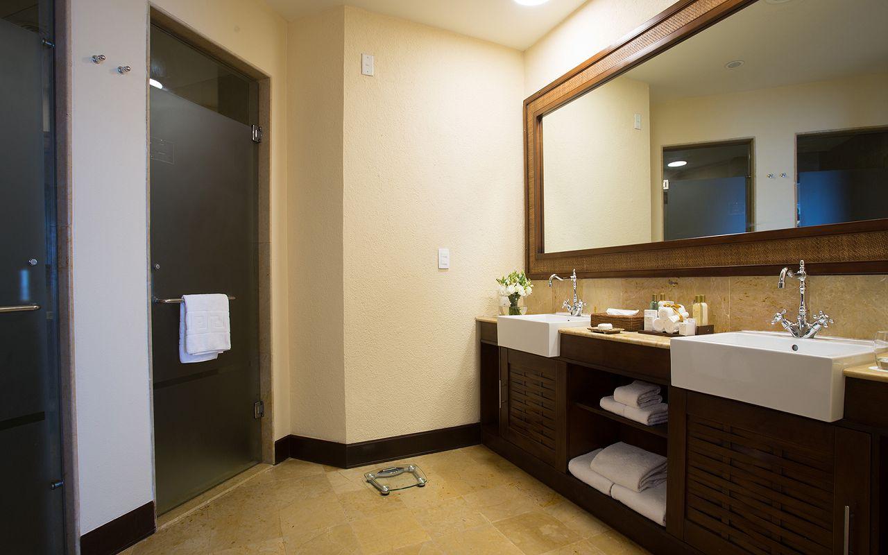 Preferred-Club-Ocean-Front-Master-Suite-Bathroom2