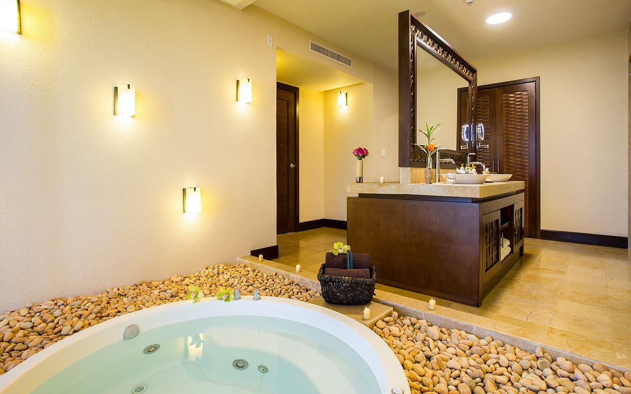 Preferred-Club-Ocean-Front-Presidential-Suite-Bathroom