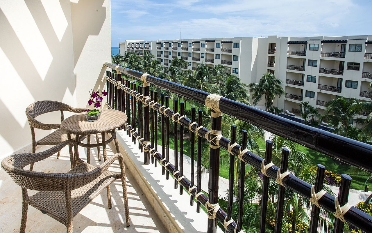 Premium-Deluxe-Tropical-View-Terrace