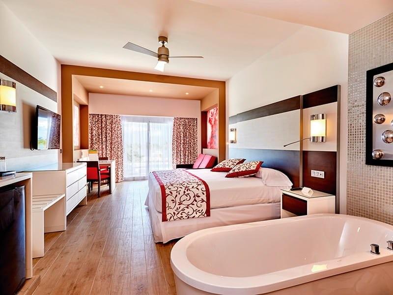 Riu_palace_room_suite_1