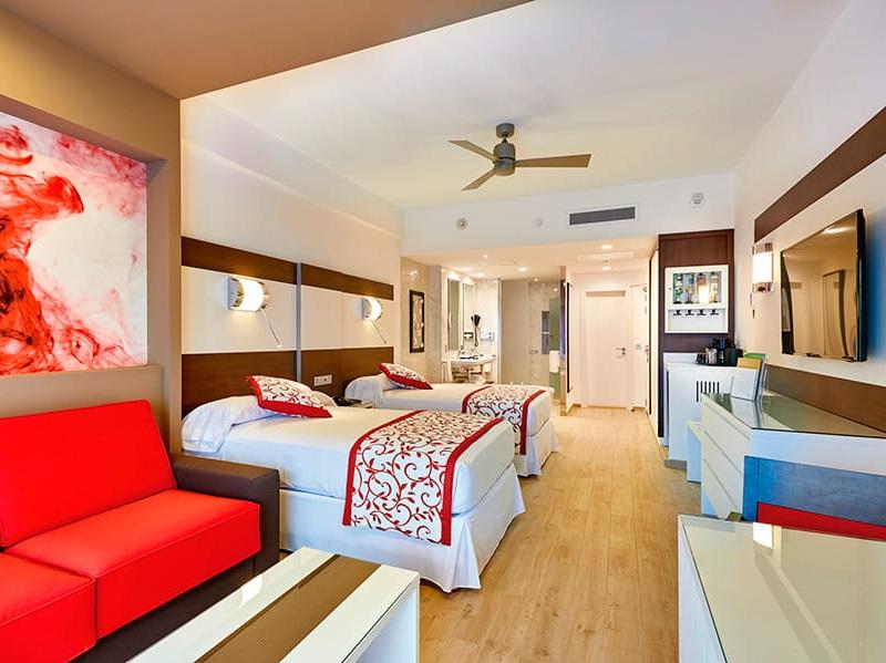 Riu_palace_room_suite_2