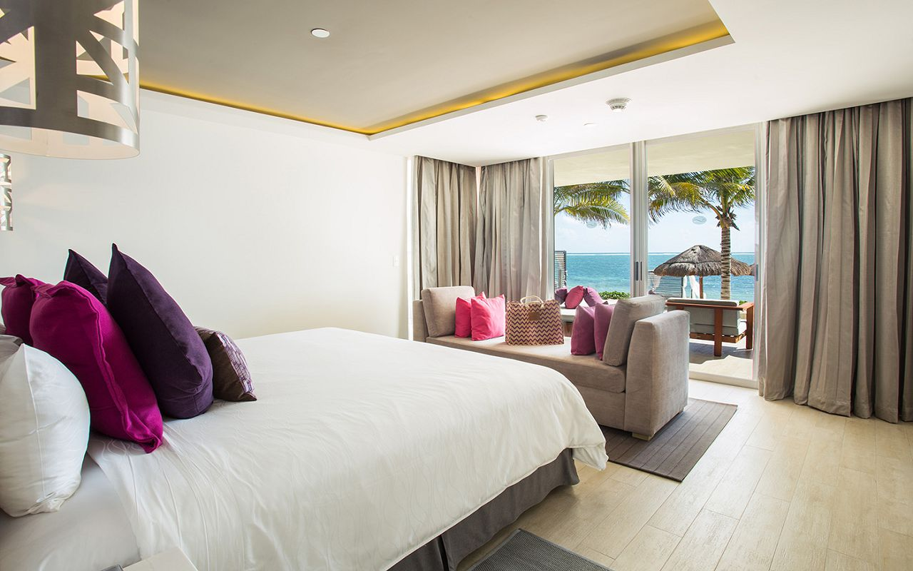 xhale-club-Presidential-Suite-Swim-Out-Ocean-Front