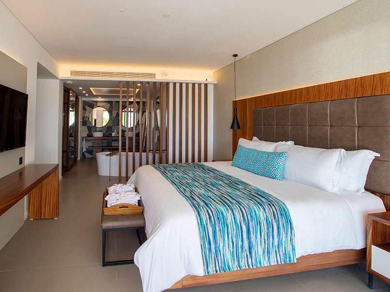 MECM_Elegance-Club-Swim-Up-Suite-majestic-resorts