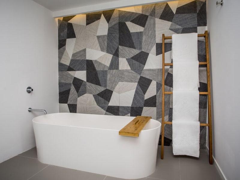 baño plunge pool suite