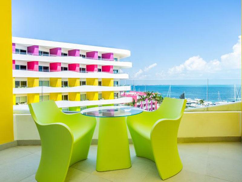 bash-tower-ocean-view-room-balcony-700x453