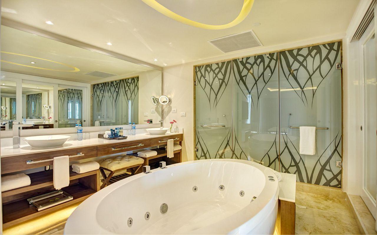 royalton_riviera_cancun_luxury_presidential_one_bedroom_suite_ocean_view_(1)