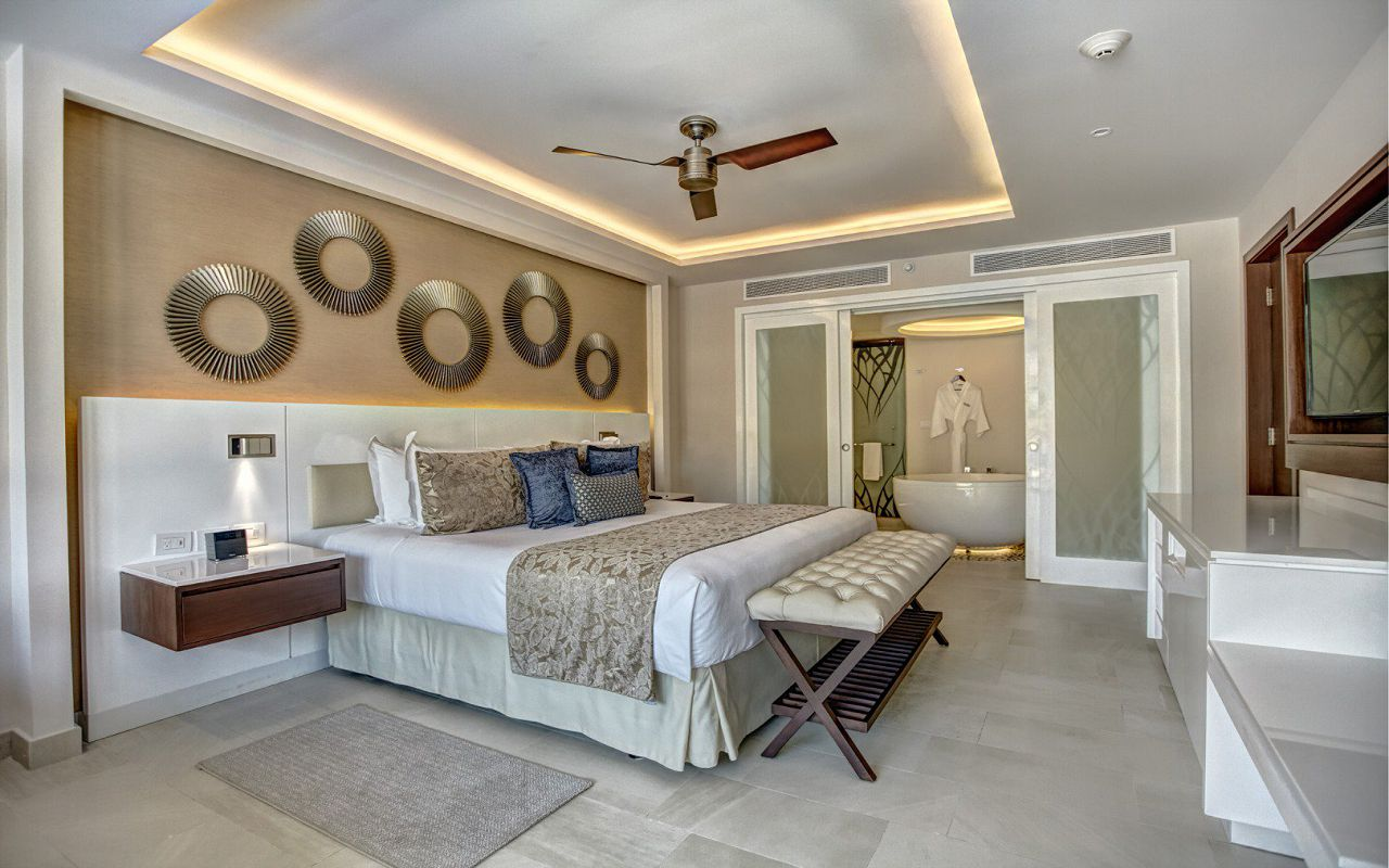 royalton_riviera_cancun_luxury_presidential_one_bedroom_suite_swim_out__(3)